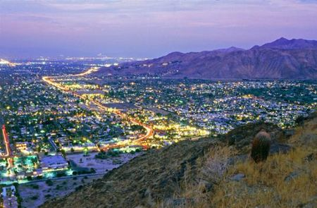 Palm_springs_at_night-538x353